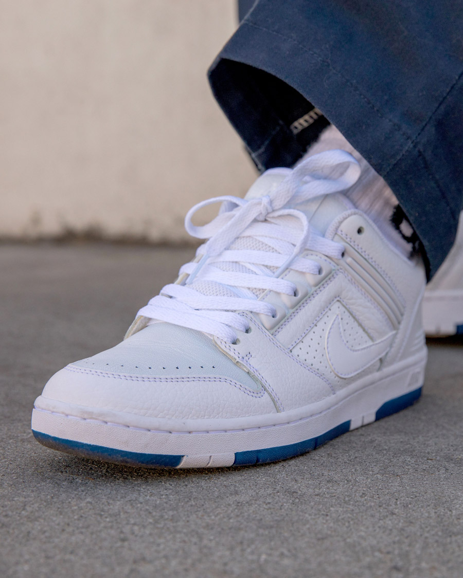 3da60aea57a86 Nike SB Air Force 2 Low + Zoom Dunk High Pro Kevin Bradley. « a ...